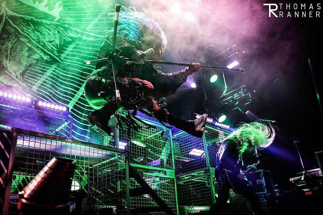 A vocalista do Arch Enemy Alissa White-Gluz é considerada uma das melhores da história do heavy metal.